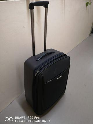 25 '  2 wheel Beverly Hills Luggage