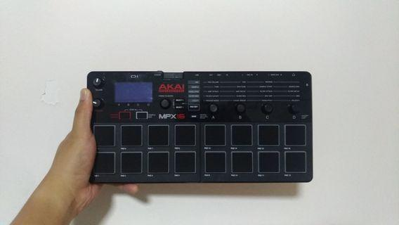 AKAI MPX16 SAMPLER PADS RECORDER PLAYER ( NO NEED FOR LAPTOP)