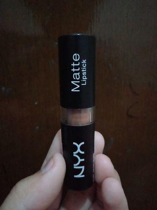 NYX Matte Lipstick #mauthr