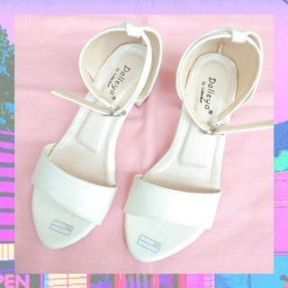 Sepatu High Heels Putih