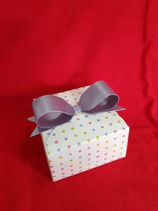 🚚 Customised handmade gift box with ribbon