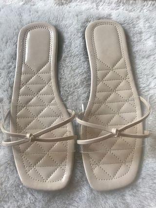 Sandal transparan