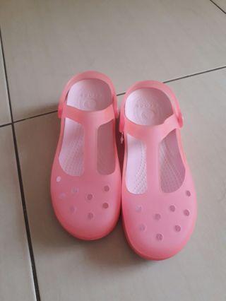 🚚 Crocs卡駱馳涼鞋女