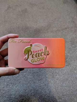 Too Faced Sweet Peach Glow contour palette