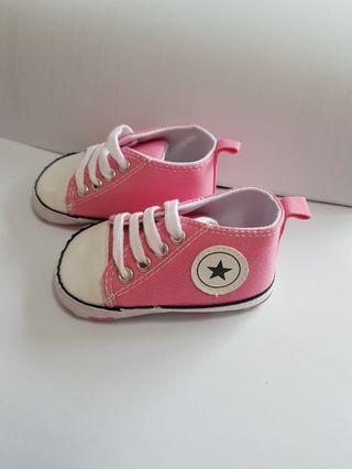 Baby Sneaker Canvas Shoes 7 to 12 months.