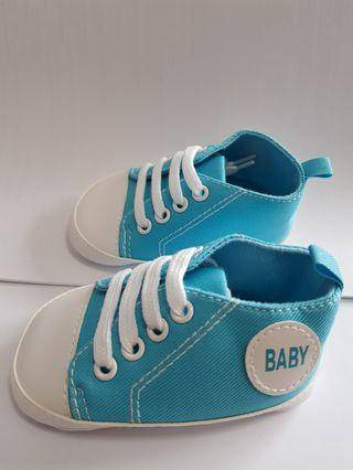 🚚 New Canvas Classic Sports Sneakers 7 to 12 months Baby Boys Girls