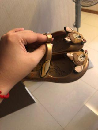 🚚 Sandals