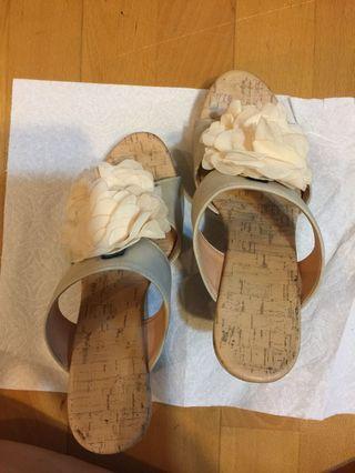🚚 露趾蝴蝶花高跟涼鞋 23.5