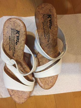 🚚 露趾高根涼鞋 23.5