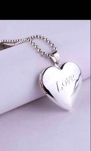 🚚 Love necklace
