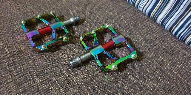 Titanium axis pedals (oil slick)