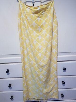 Sueka sueka long cotton batik kain in yellow.