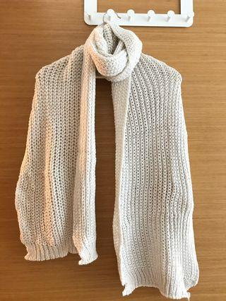 🚚 Knitted scarf (beige)