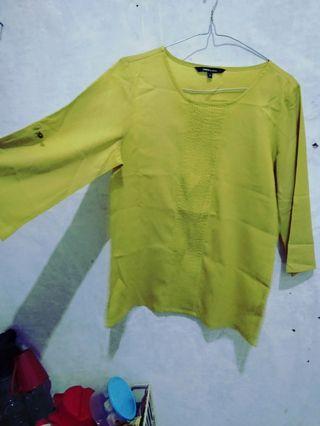 blouse hijau stabilo