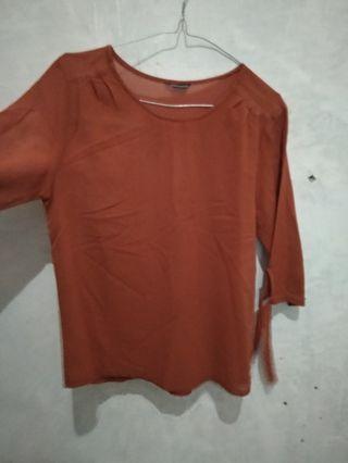 blouse merah bata