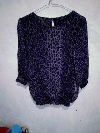 blouse motif macan