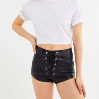 LIONESS PLEATHER BLACK SHORTS