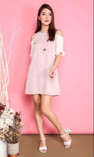 MERRY PLEATS COLD SHOULDERS DRESS IN PINK