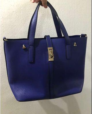 🚚 *NEW* Blue Handbag with Sling