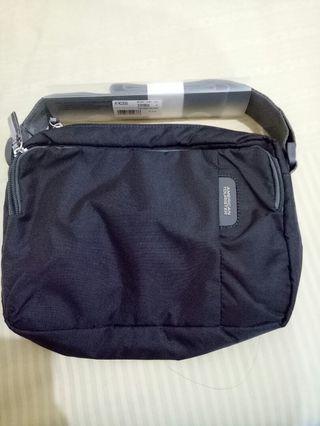 American Tourister excursion bag