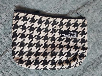 🚚 small b&w pouch