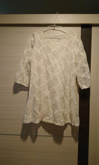 賣正韓蕾絲雕花五分袖洋裝