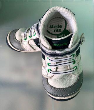 🚚 Lightly worn Stride Rite - US 5.5W