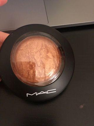 Mac gold deposit