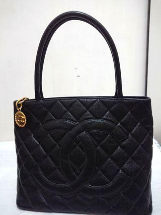 CHANEL Vintage Black Quilted Caviar Leather Gold Medallion Tote Bag #newbieMay19 Classic Timeless Shopper Tote