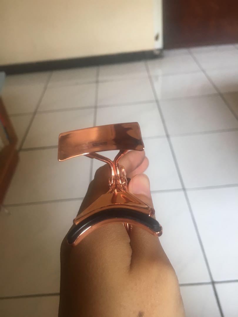 Eyelash curler (penjepit bulumata)