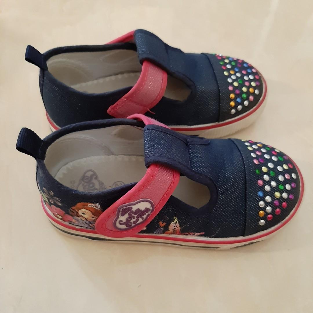 Sepatu Sneakers anak