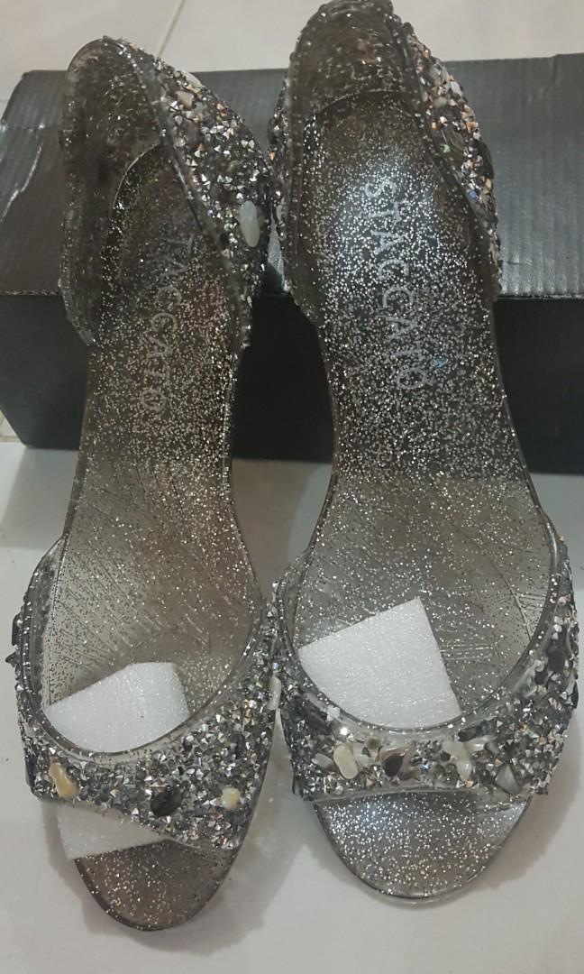 Sepatu Staccato