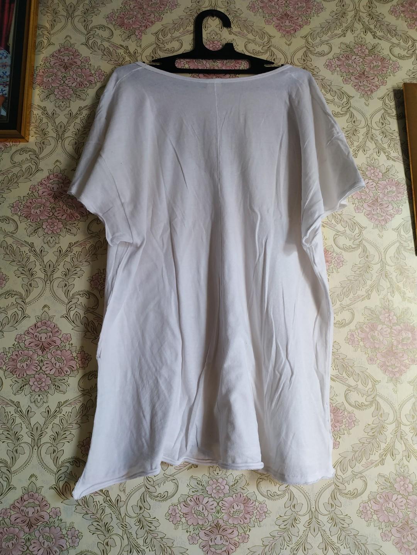 White Tshort oversize