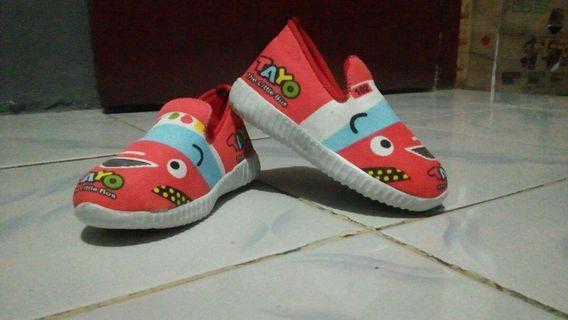 Sepatu anak 1 sampai 2 tahun