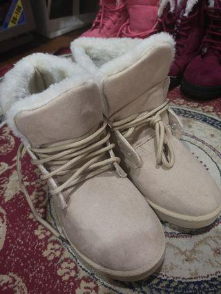 🚚 Winter Boots, Nude