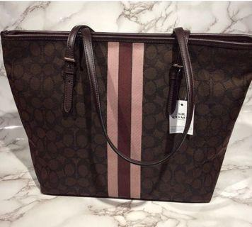 🚚 Authentic NEW Coach zip top tote bag in signature jacquard with stripe