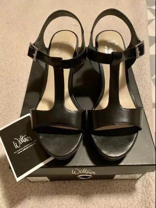 Brand new Wittner black leather platform sandals 37