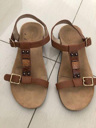 🚚 Vionic Sandals UK5