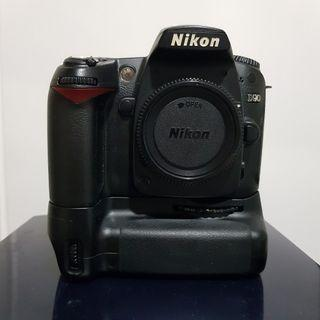 🚚 Nikon D90 Body + MB-D80 Battery Grip