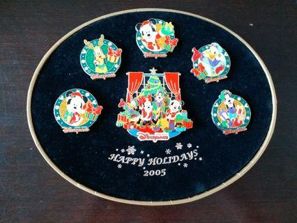 Limited Edition 2005 迪士尼聖诞襟章套裝 with certificate