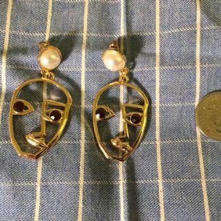 Gold-colored earrings with white pearls