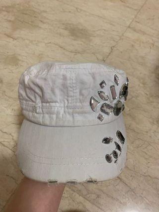 Snapback ripped pearl white
