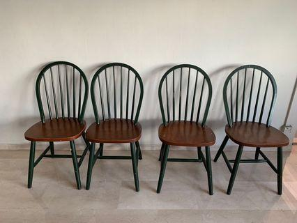 🚚 Solid wooden chairs (set of 6)