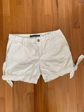 Pre-loved GAP Shorts in Cream