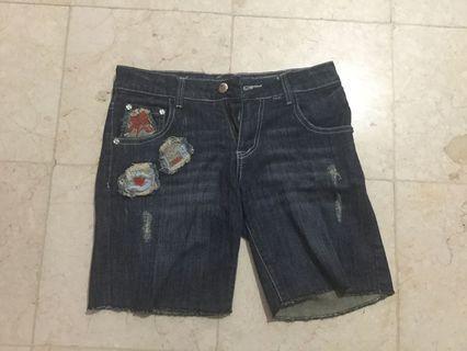 Celana pendek guess