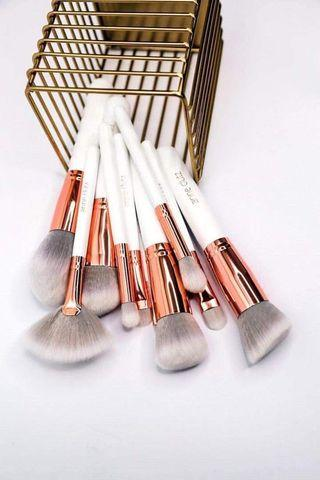 ANNE CLUTZ BRUSHES GIVEAWAY