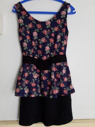 Dress motif bunga