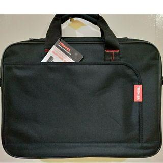 Toshiba Dicota Laptop Messenger Bag (New with tags)