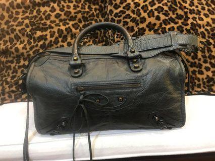 🚚 Balenciaga Sling Bag