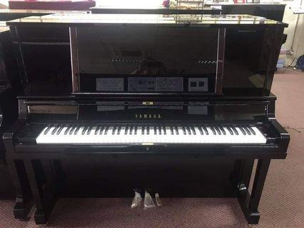 YAMAHA - Almost new  Piano